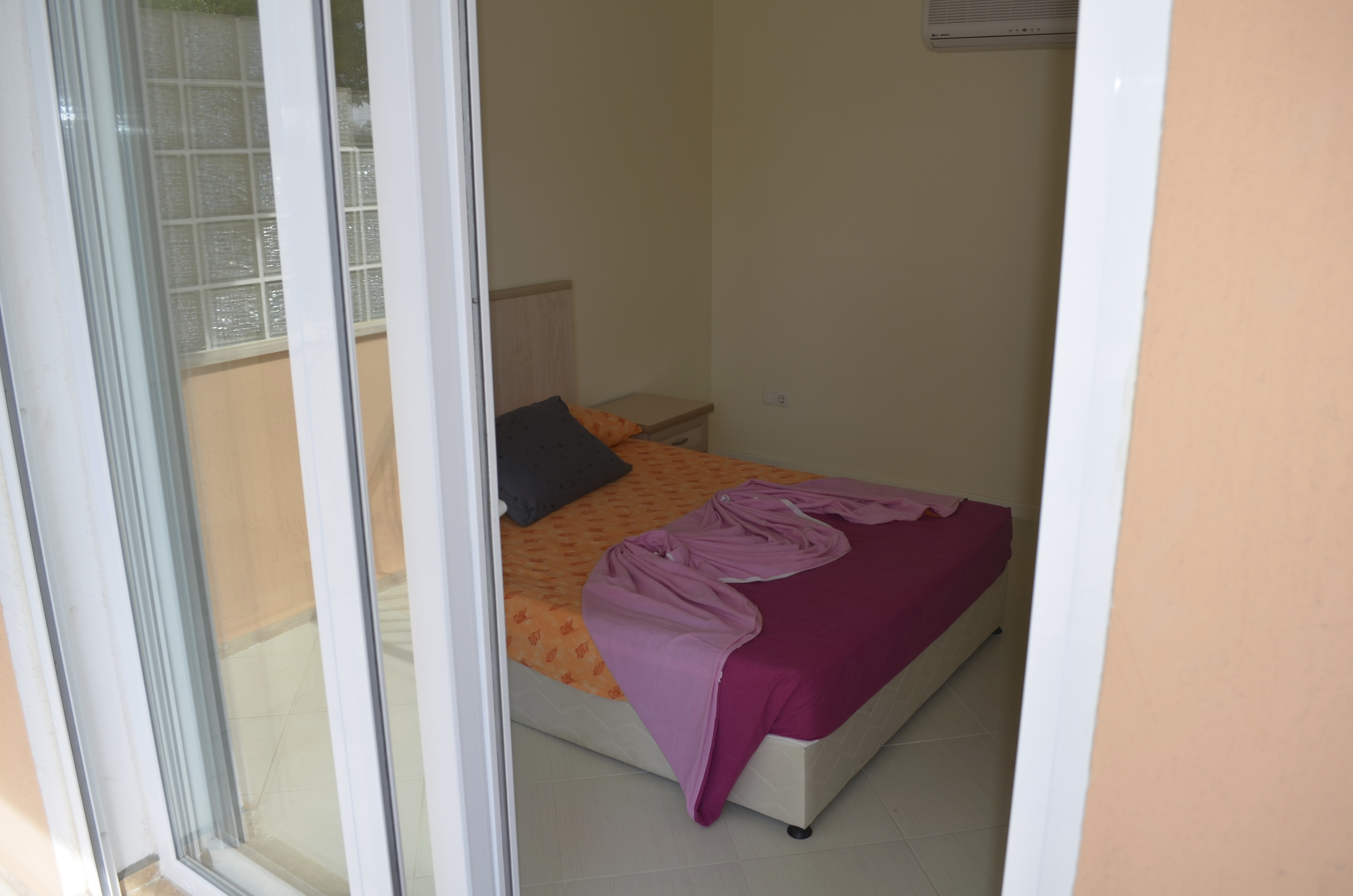 Slaapkamer dubbel bed appartement 1